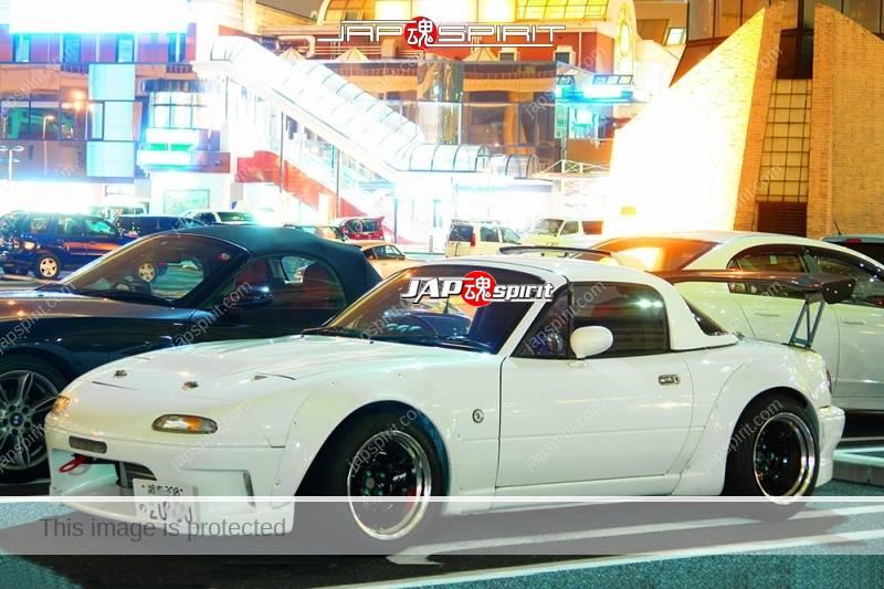 Photo of MAZDA ROADSTER 2ND  (MX-5 Miata) spokon style white color with over fender