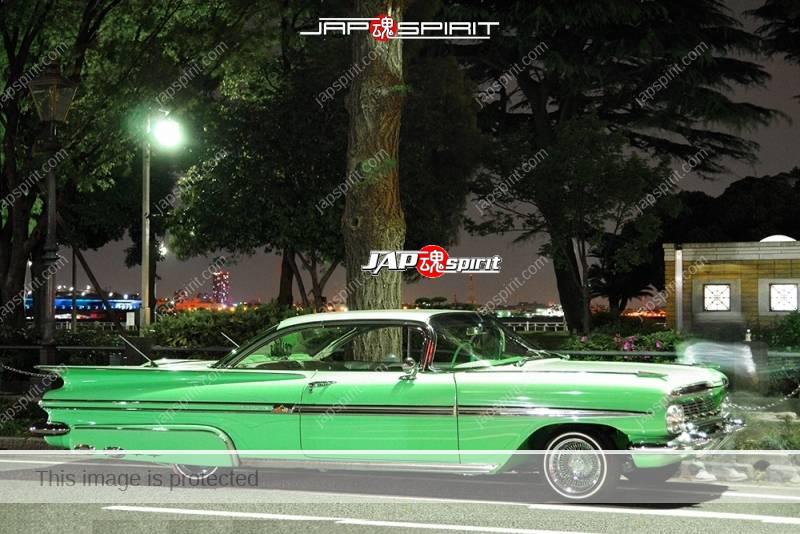 Photo of Chevrolet Impala 2nd Sport Coupe 1959 lowrider at Minatomirai Yamashita park