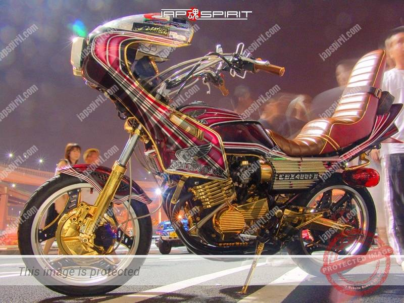 Photo of HONDA CBX400F II Kyushakai Rcoket cowl sandan sheet tsuppari tail gold Plating