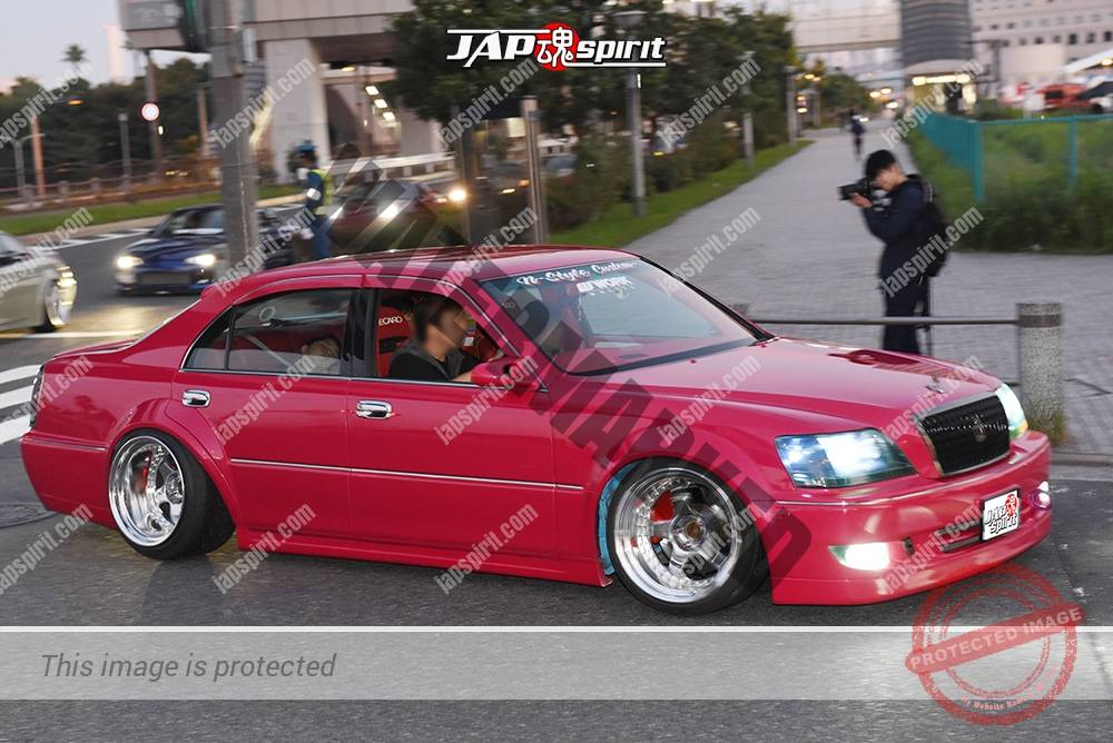 Photo of Stancenation 2016 17Majesta VIP hellaflush blister fender tsuraichi deep pink body at odaiba