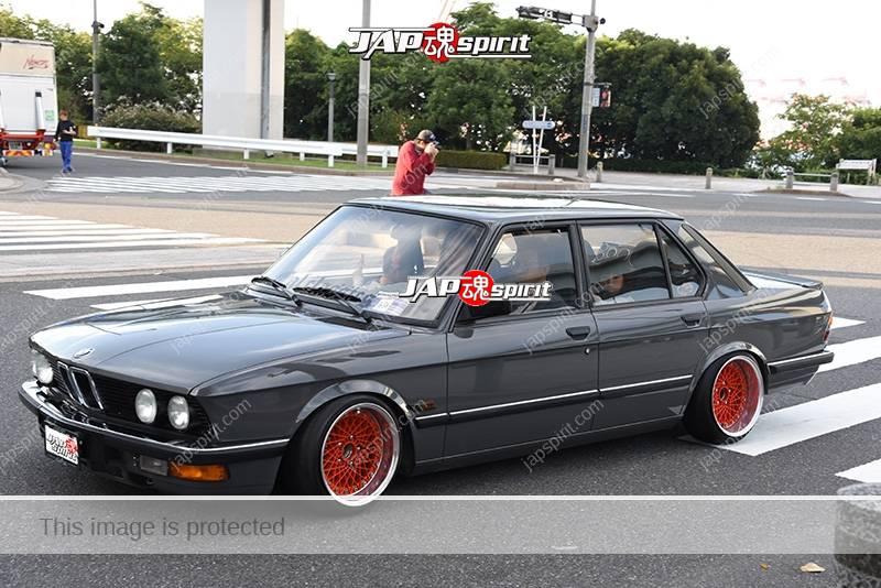 Photo of Stancenation 2016 BMW E28 hellaflush grey body red wheel at odaiba