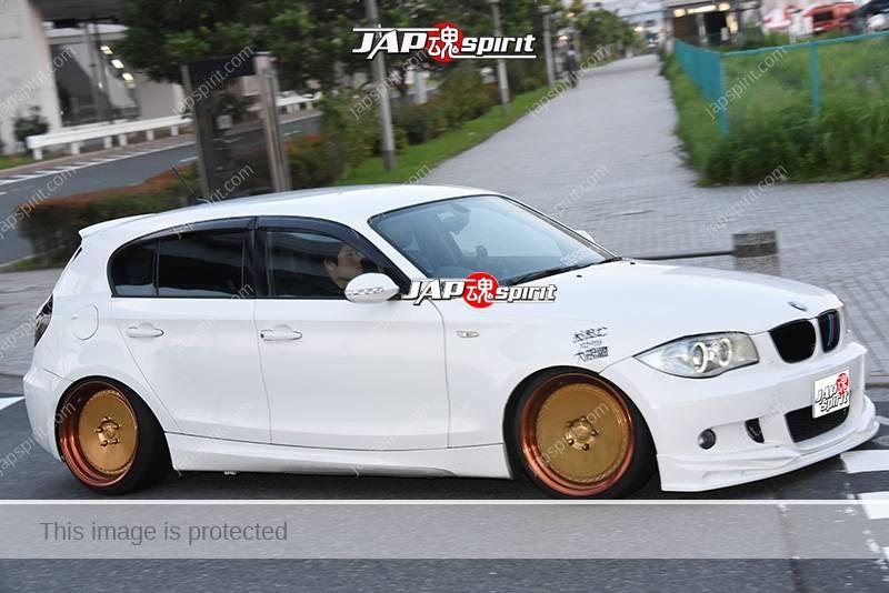 Photo of Stancenation 2016 BMW E87 Hellaflush white body gold wheel at odaiba