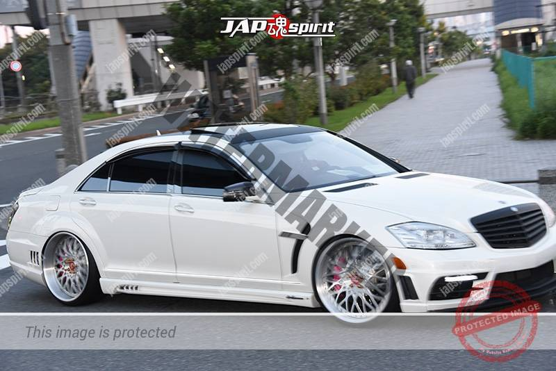 Photo of Stancenation 2016 Benz W221 hellaflush VIP style white body at odaiba