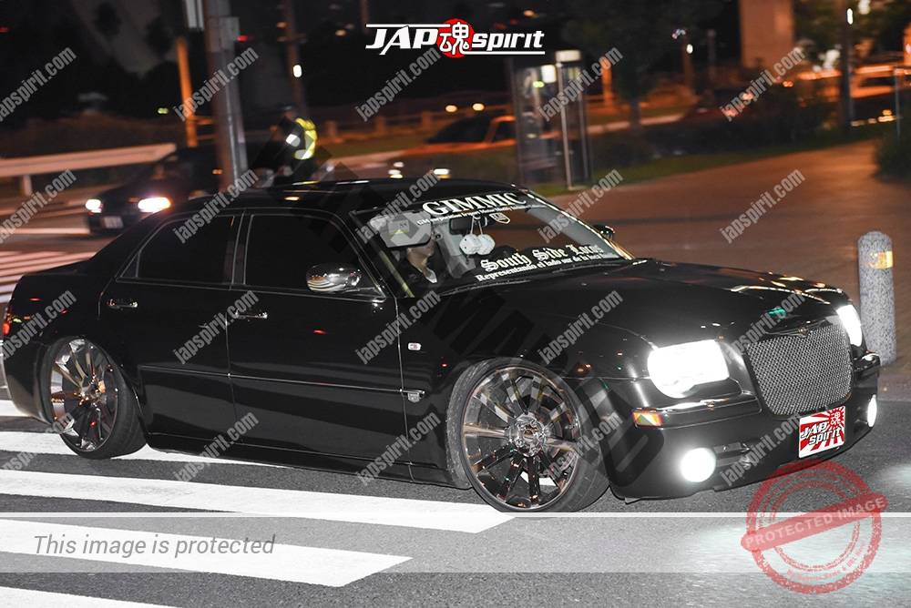 Photo of Stancenation 2016 Chrysler 300C black body silver wheel at odaiba