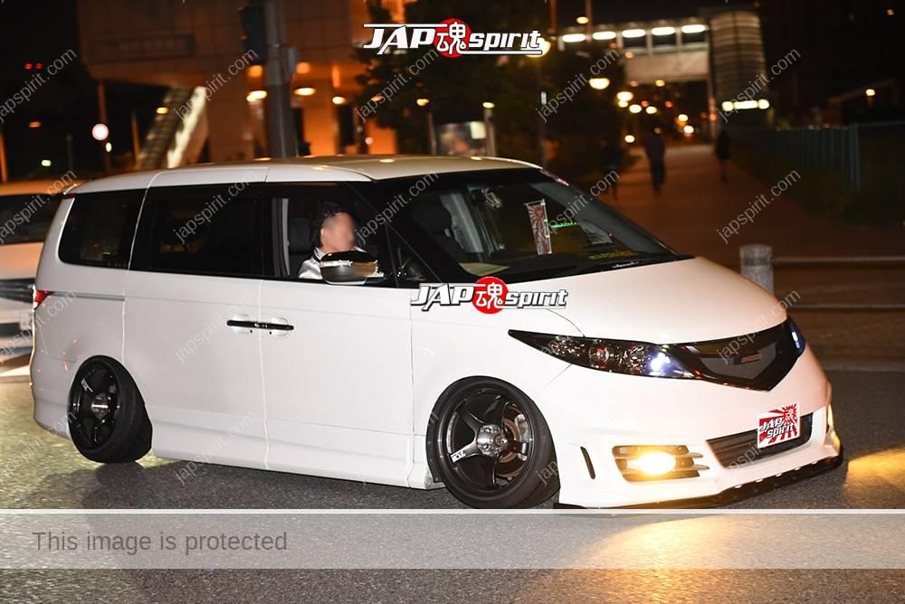 Photo of Stancenation 2016 Honda Elysion RR1 camber white body black wheel at odaiba