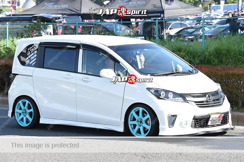 Photo of Stancenation 2016 Honda Freed hellaflush white body skyblue wheel