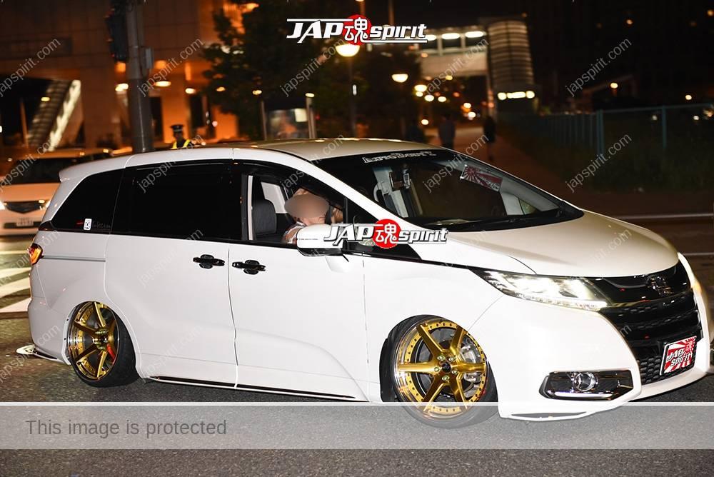 Photo of Stancenation 2016 Honda Odyssey RC 5th hellaflush white body gold wheel at odaiba