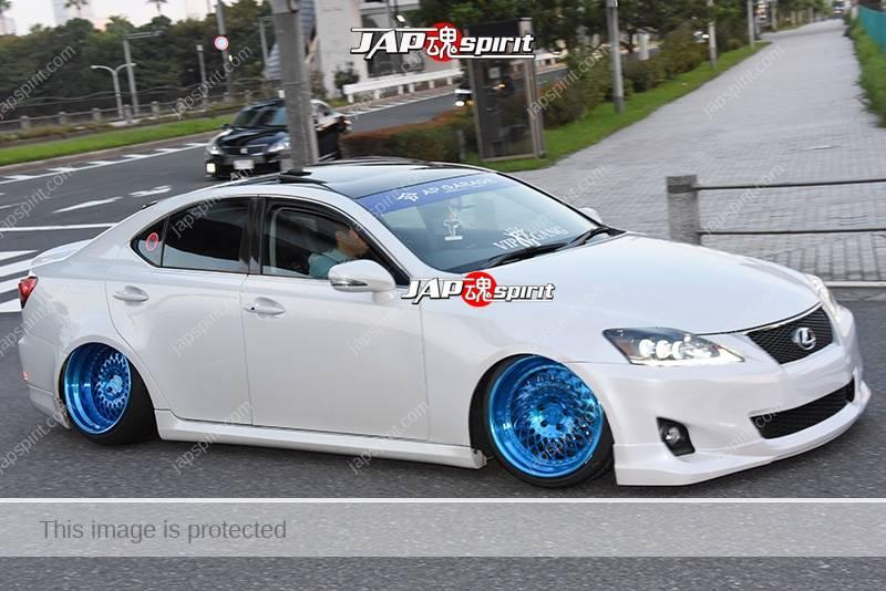 Photo of Stancenation 2016 Lexus IS  GSE2 white body blue metallic wheel at odaiba