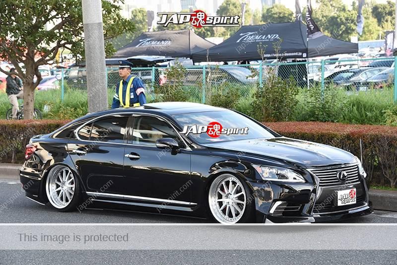 Photo of Stancenation 2016 Lexus LS600 VIP hellaflush black body tsurauchi silver wheel at odaiba