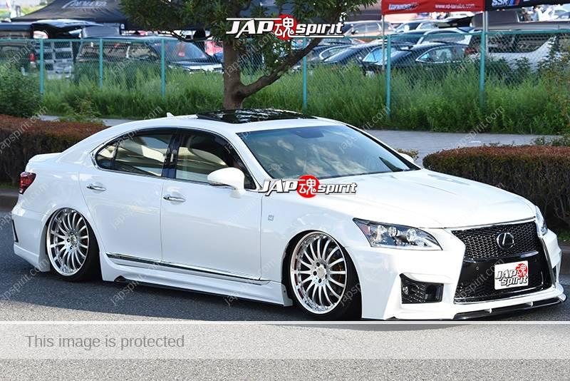 Photo of Stancenation 2016 Lexus LS600 hellaflush VIP tsurauchi white body at odaiba