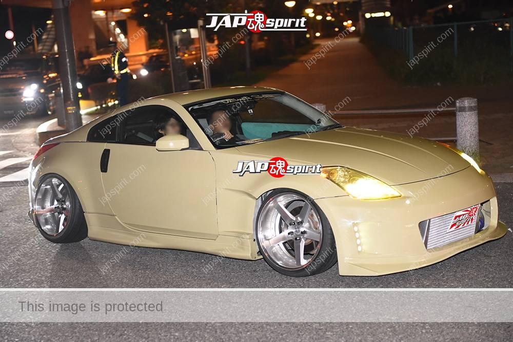Photo of Stancenation 2016 Nissan Fairlady Z 33 blister fender khaki body hellaflush at odaiba