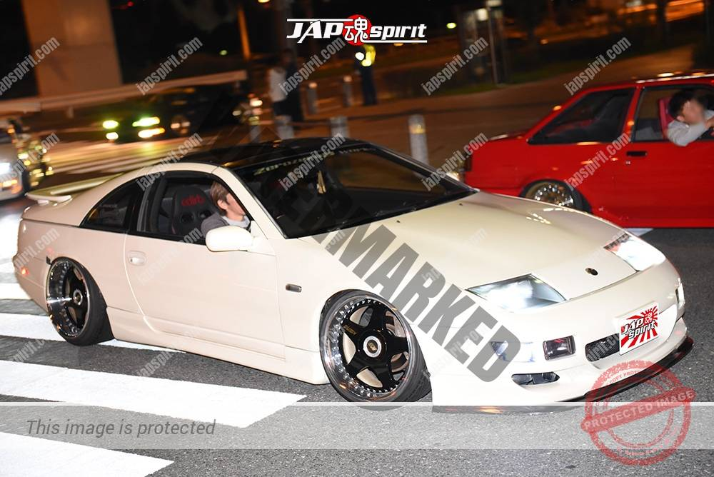 Photo of Stancenation 2016 Nissan Fairlady Z32 Hellaflush white body black wheel at odaiba
