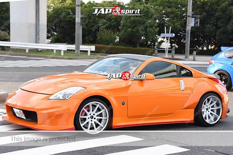 Photo of Stancenation 2016 Nissan Fairlady Z33 hellaflush orange body white wheel at odaiba