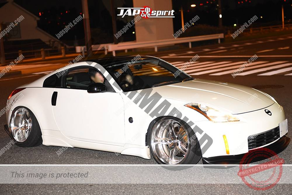 Photo of Stancenation 2016 Nissan Fairlady Z33 hellaflush white body silver wheel at odaiba