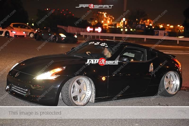 "Photo of Stancenation 2016 Nissan Fairlady Z34 hellaflush black body ""yaruna"" sticker at odaiba"