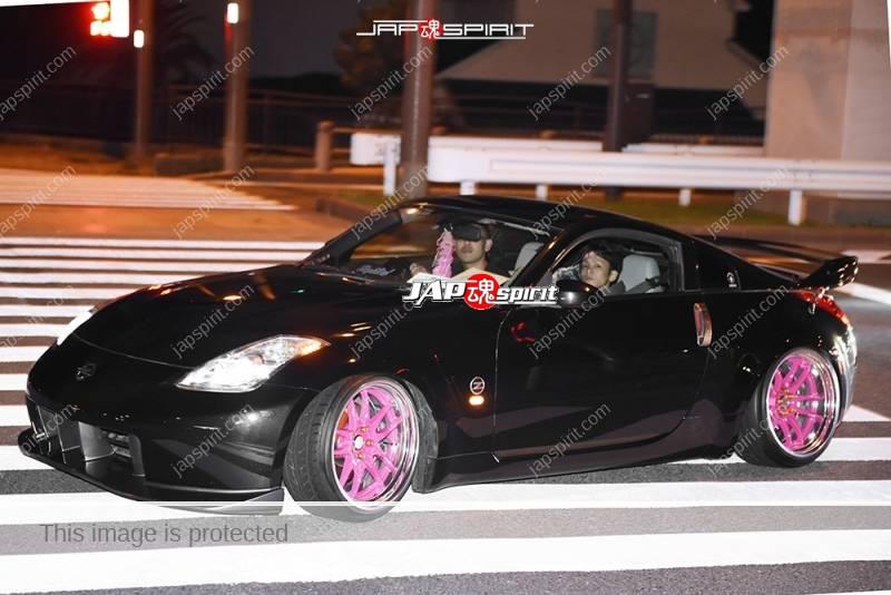 Photo of Stancenation 2016 Nissan Fiarlady Z33 black body pink wheel hellaflush at odaiba