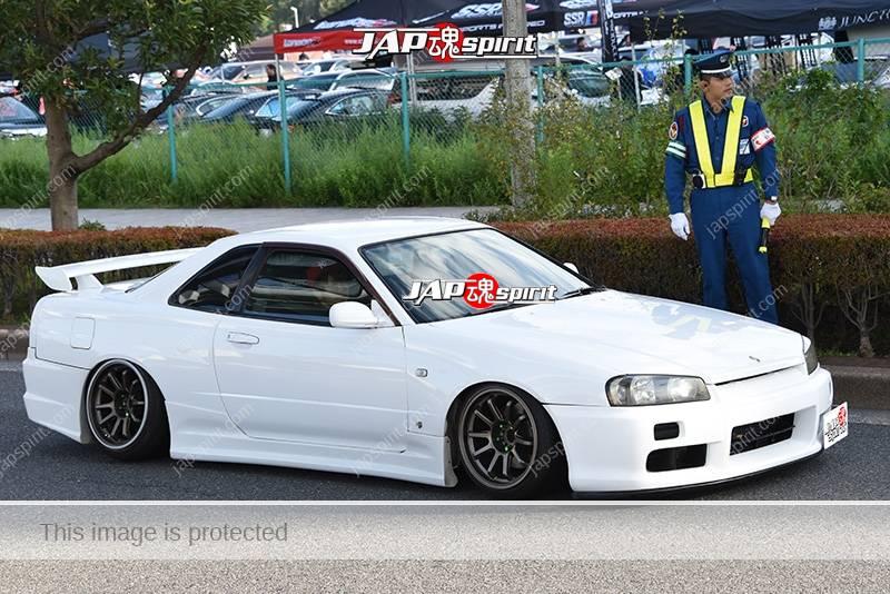 Photo of Stancenation 2016 Nissan Skyline R34 GTR hellaflush white body at odaiba