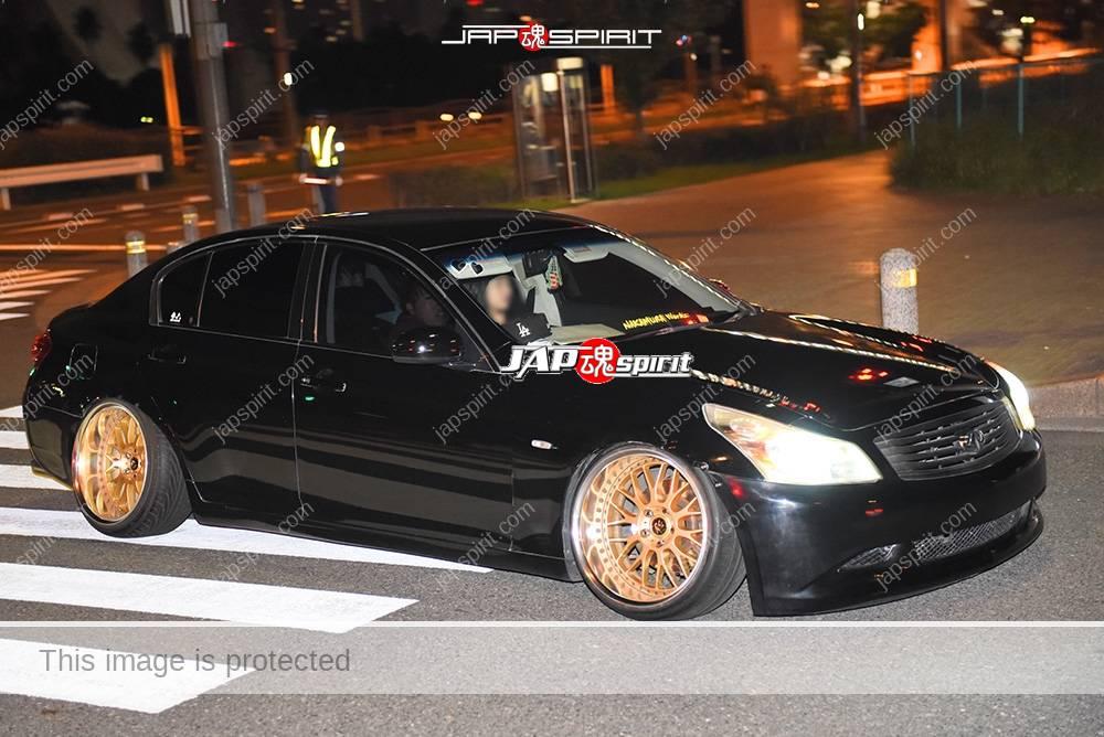 Photo of Stancenation 2016 Nissan Skyline sedan V36 hellaflush black body gold wheel at odaiba