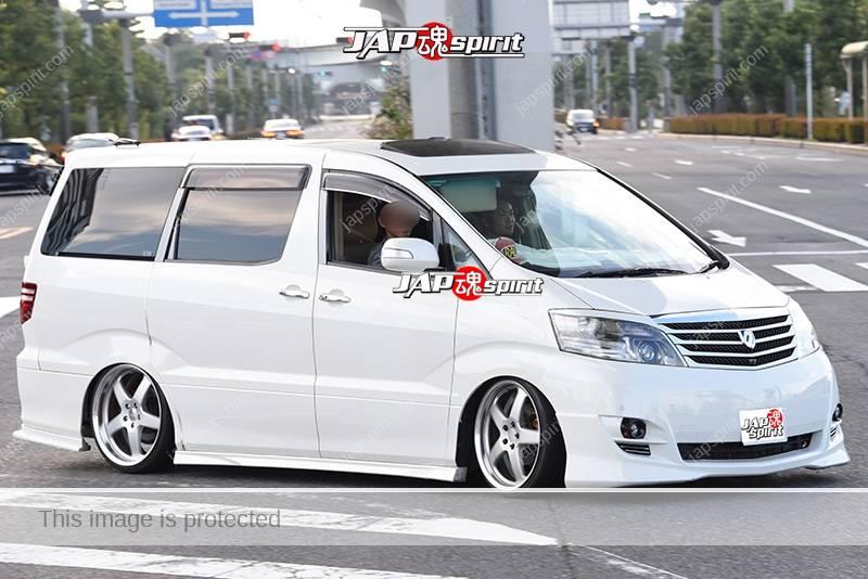 Photo of Stancenation 2016 Toyota ALPHARD 1st hellaflush white body at odaiba