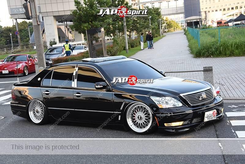 Photo of Stancenation 2016 Toyota Celsior UCF3 VIP hellaflush black body at odaiba