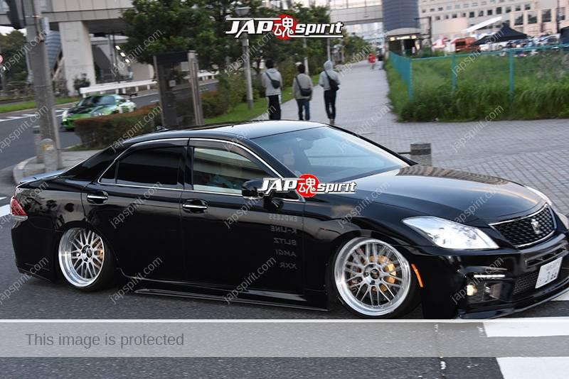 Photo of Stancenation 2016 Toyota Crown s20 Vip Hellaflush black body silver wheel at odaiba