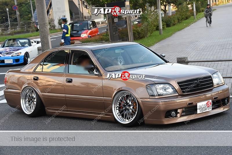 Stancenation 2016 Toyota Crown S17 Hellaflush VIP over fender tsuraichi light brown body at odaiba 1