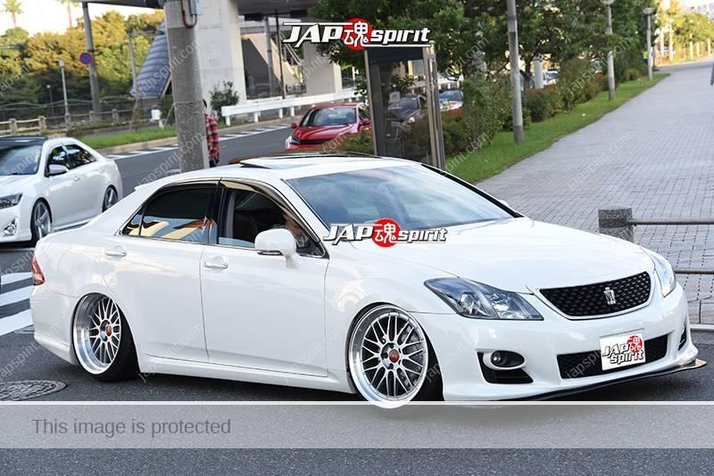 Photo of Stancenation 2016 Toyota Crown S18 hellaflush VIP white body at odaiba