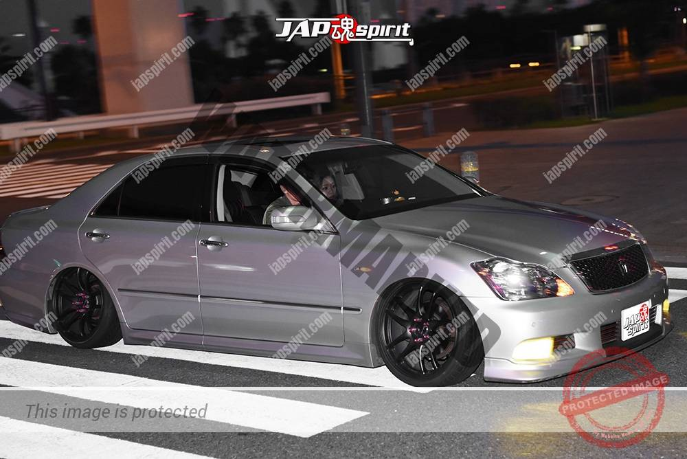 Photo of Stancenation 2016 Toyota Crown S18 VIP hellaflush silver body black wheel at odaiba