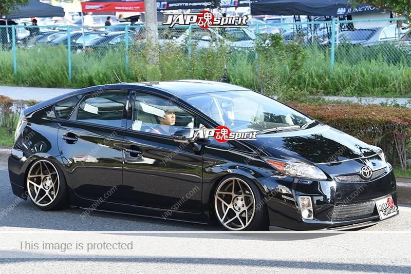 Photo of Stancenation 2016 Toyota Prius ZVW3 hellaflush tsuraichi black body at odaiba