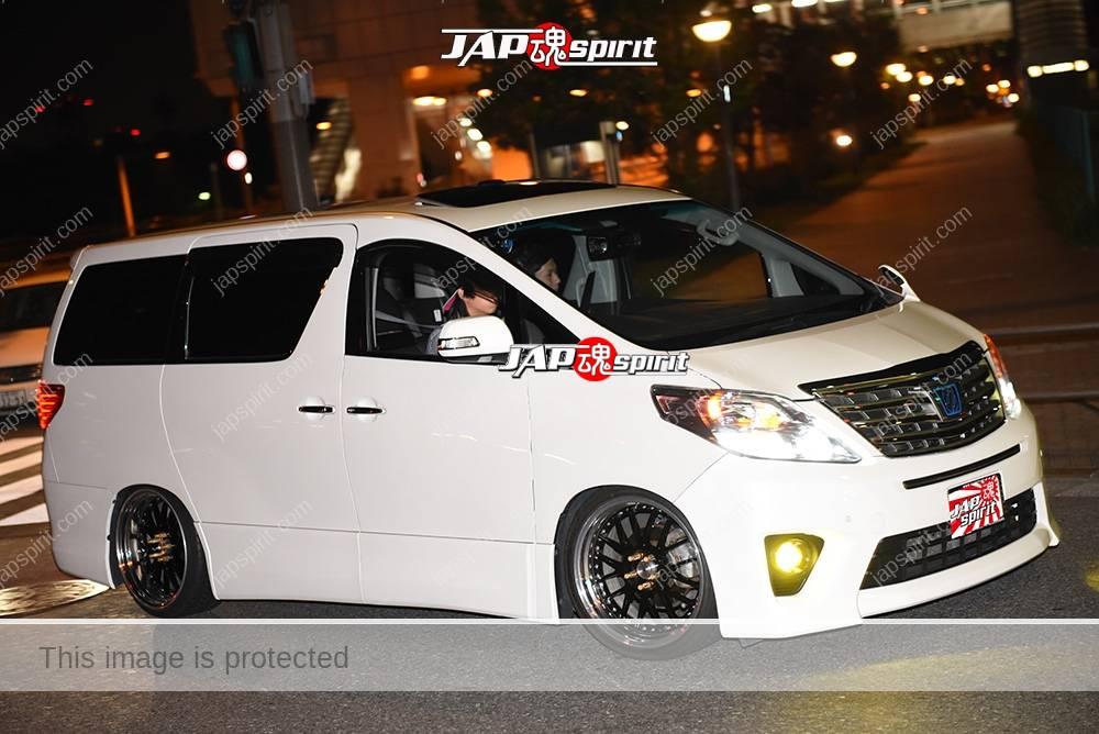 Photo of Stancenation 2016 Toyota VELLFIRE white body at odaiba