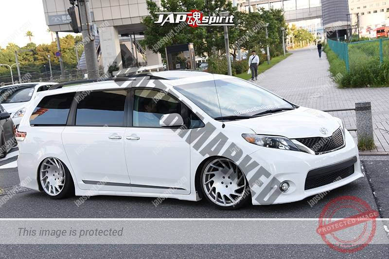 Photo of Stancenation 2016 Toyota Sienna hellaflush white body at odaiba