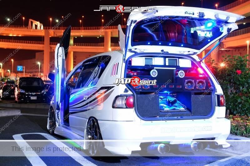 TOYOTA Ipsum Sotomuki style dress up car blue light with audio system at Daikoku PA 1