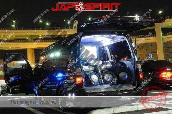 TOYOTA HIACE 4th x100, built in audio & sound system with beautiful lighting (4)