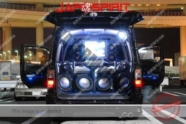 TOYOTA HIACE 4th x100, built in audio & sound system with beautiful lighting (1)