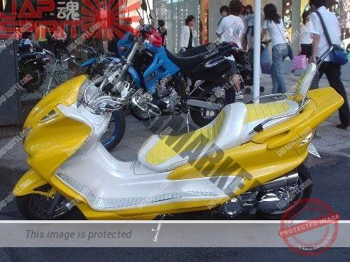 Majesty, customised Yellow and silver color (1)
