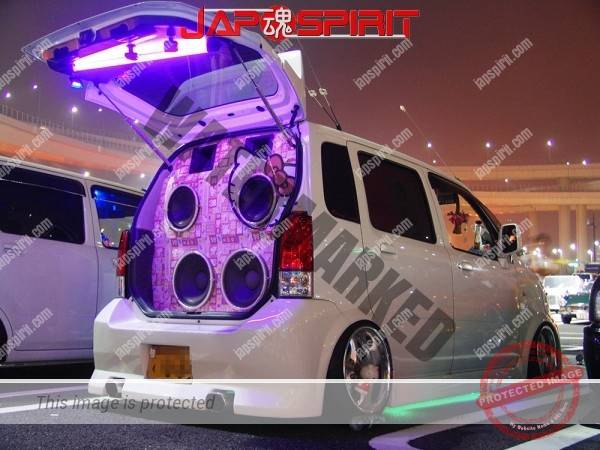 Photo of SUZUKI WagonR, fanky Hello kitty speaker Sotomuki sound car at Daikoku parking