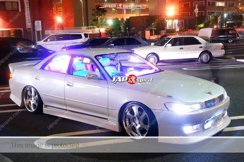 Photo of TOYOTA Chaser 100, Sotomuki style, blue lighting at Daikoku parking