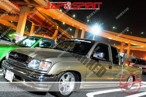 TOYOTA Hilux Truckin style, low down, gold color (1)